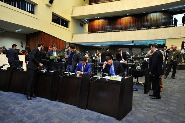 Assembleia adia votação de reajuste de servidores públicos estaduais de novo