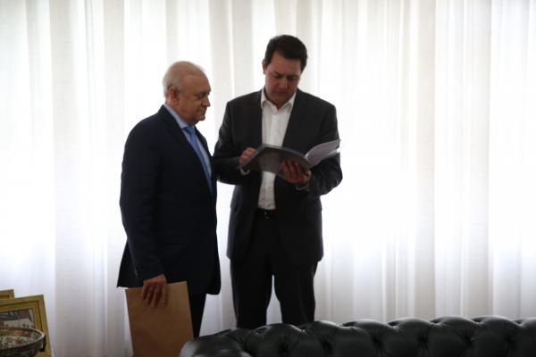 Ratinho Junior propõe redução de repasses ao legislativo para aumentar investimentos no estado