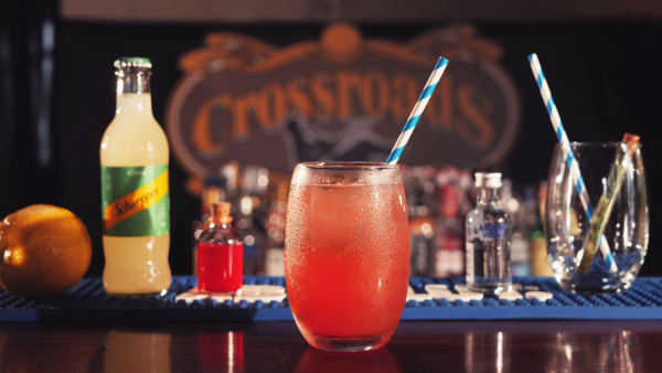 Crossroads promove festa exclusiva da Absolut Vodka com open de drinks