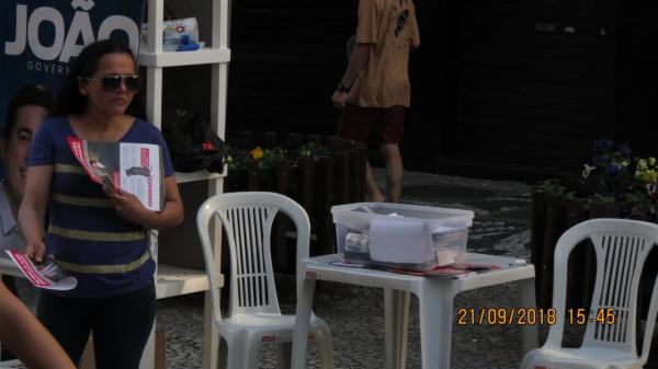 Justiça apreende material ilegal contra Ratinho Junior em barraca de João Arruda