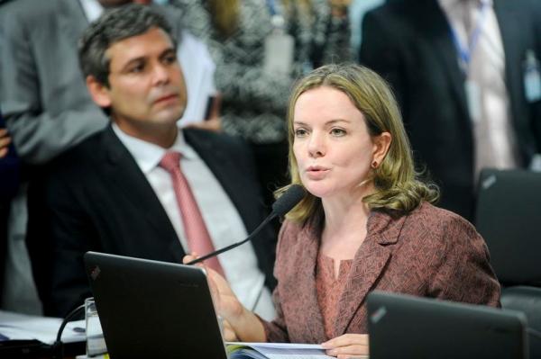 """Incrível. Gleisi Hoffmann """"prevê"""" um atentado contra Haddad e já sabe o culpado: Bolsonaro"""