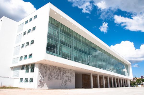 Fábrica de pesquisas na disputa pelo governo do Paraná