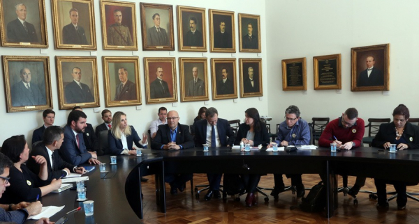 Cida Borghetti sugere 1% ao funcionalismo, Ratinho Junior quer reposição da inflação
