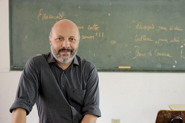 """Paulo Opuszka (PT): """"Professores usam giz, canetas e saberes apreendidos e não fardas, coturnos e fuzis"""""""