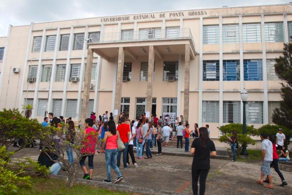 UEPG: segundo governo, universidade gastou R$ 1.785.050,98 em horas extras no primeiro semestre sem autorização prévia