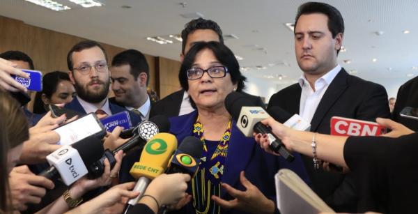 """Damares: ministra disse que mudanças em comissão dos Mortos e Desaparecidos Políticos foi para """"agilizar trabalho"""""""