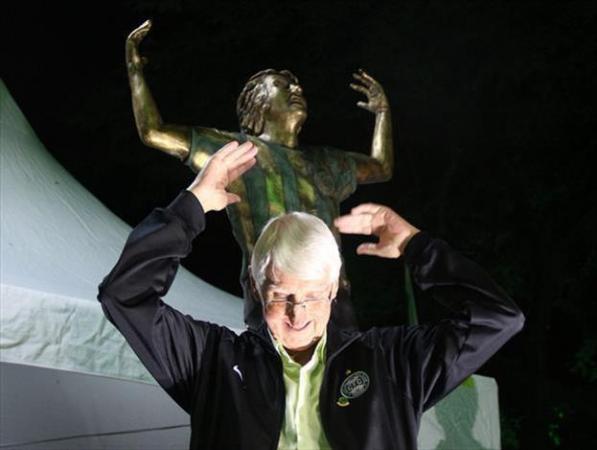 Dirceu Krüger e a estátua