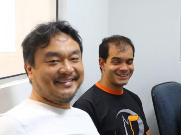 João Egashira, diretor da fase MBP da Oficina de Música de Curitiba e o professor Luiz Amorim.