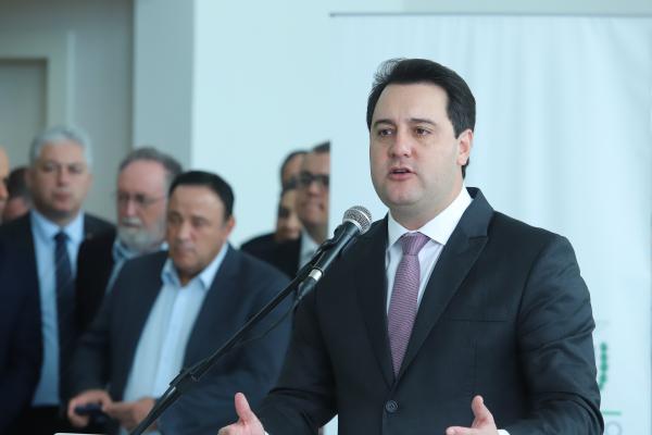 """Ratinho Jr: """"Só as contratações de novos servidores são R$ 200 milhões por ano a mais de gasto com folha do Estado"""""""