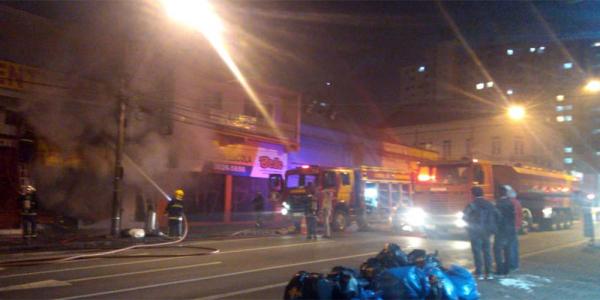 O incêndio em uma loja na rua André de Barros
