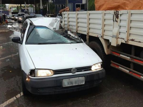 4f587bb87a PRF prende quarteto com dois veículos furtados após tentativa de fuga na  Ponte da Amizade