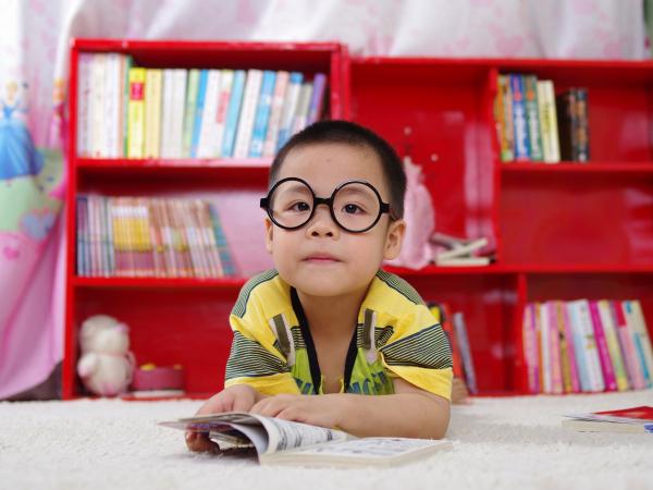 Dificuldades de aprendizado podem estar associadas a problemas de visão.