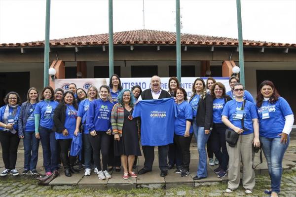 Prefeito Rafael Greca com a secretária da Educação, Maria Silvia Winkeler, no I Seminário UPPA/SME Autismo e Inclusão - no Salão de Atos do Parque Barigui.