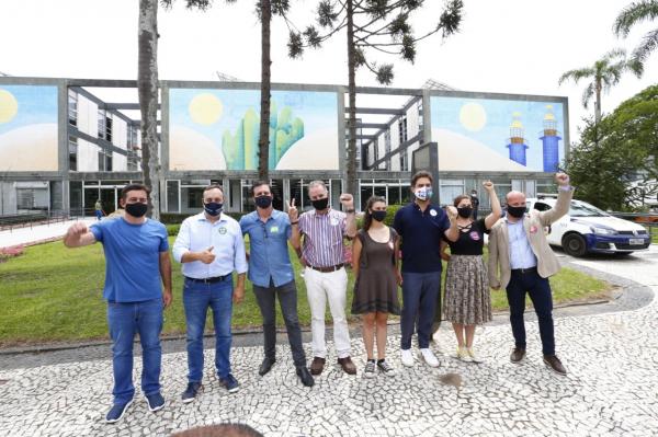 Participaram do evento de hoje os candidatos João Arruda (MDB), Francischini (PSL), Mocellin (PV), Eloy Casagrande (Rede), Professora Samara (PSTU), Goura (PDT), Camila Lanes (PC do B), e Paulo Opuszka (PT)