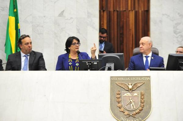 Oposição boicota homenagem à ministra Damares na Assembleia
