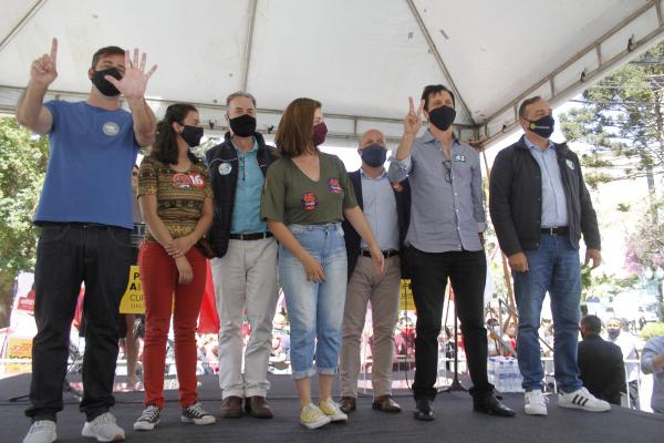 João Arruda (MDB), Paulo Opuszka (PT), Professora Samara (PSTU), Eloy Casagrande (Rede), Camila Lanes (PC do B), Professor Mocellin (PV) e Fernando Francischini (PSL) se reuniram na Boca Maldita