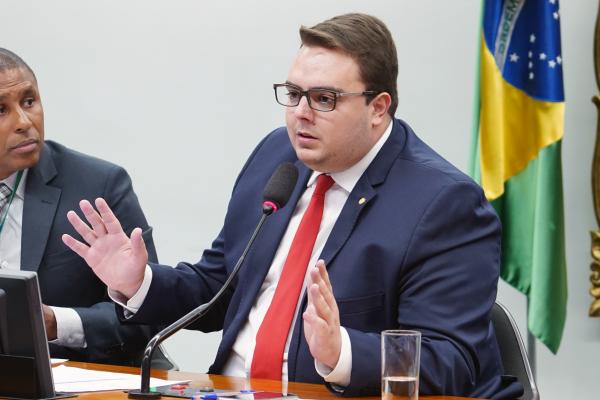 Francischini (PSL): no endereço da empresa em que deputado paranaense gastou R$ 45 mil há uma placa de aluga-se