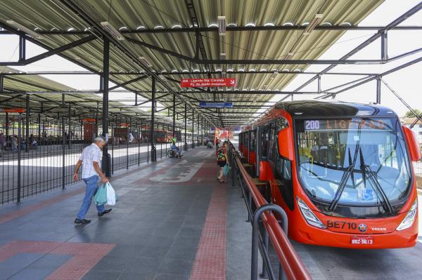 Com bilhete temporal o passageiro poderia pegar mais de um ônibus durante determinado período, sem pagar nova passagem, e mesmo fora dos terminais.