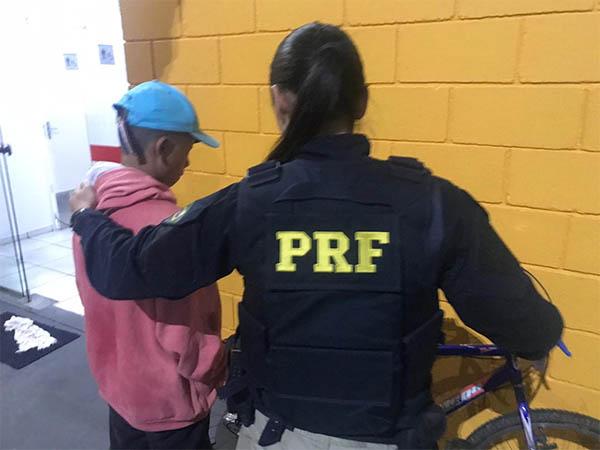 A criança encontrada pela PRF