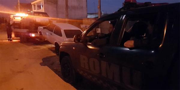 Equipe da Romu retira os carros roubados da casa em que estavam