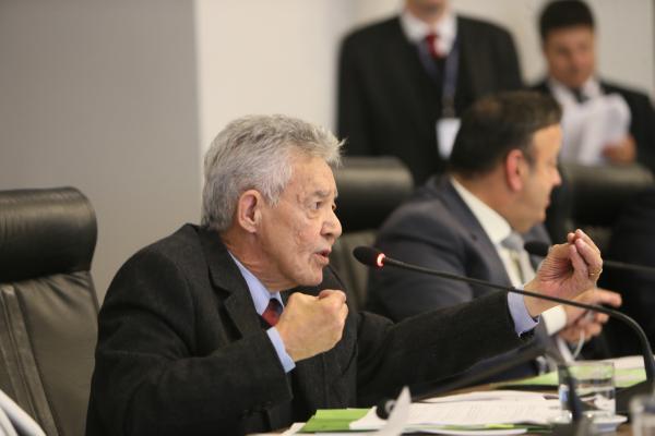 Martins: segundo parlamentar, há alguns anos era possível comprar um carro zero com um salário de deputado