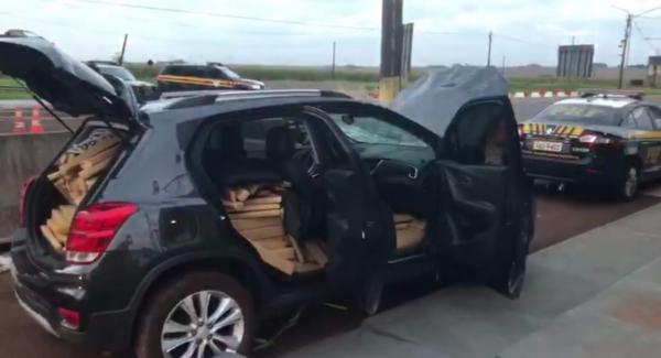 Mais de meia tonelada de maconha é apreendida em carro roubado