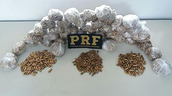 Policiais rodoviários federais prendem homem com quase 4,5 mil munições no Paraná