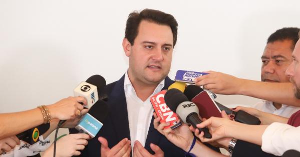 Ratinho Jr fecha equipe do novo governo e confirma redução para 15 secretarias