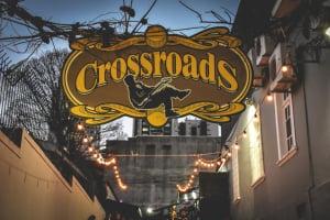 Bar Crossroads celebra o Folk Rock em festa gratuita com gastronomia e chopes artesanais