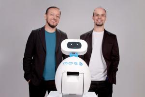 De robô garçom ao dízimo na maquininha: startups criativas de todo o Paraná expõem em Curitiba