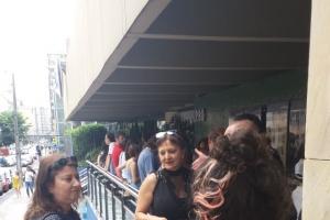 Curitibanos enfrentam fila para comprar ingressos do show de Erasmo Carlos