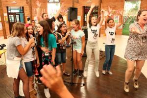 Projeto que empodera meninas através da música procura espaço para realizar nova edição