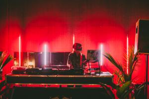 Bar de Curitiba sedia Campeonato de DJs nos próximos sábados. Saiba detalhes