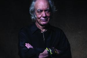Lenda viva da música brasileira, Erasmo Carlos faz show em Curitiba