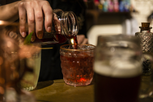 Com drinks a partir de R$ 15, 1º Festival do Rum de Curitiba começa nesta terça-feira
