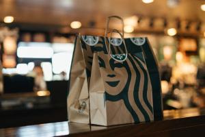 Curitiba ganhará primeira Starbucks em outubro e será ao mesmo tempo em shopping e na rua