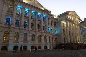 Corte de verbas do MEC tira R$ 48 milhões da UFPR e ameaça funcionamento da instituição