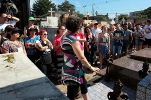 Visita guiada apresenta músicos famosos e suas produções no Cemitério Municipal