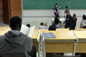 Pandemia: cresce número de estudantes que adiam planos da graduação para 2021