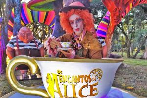 Caminho do Vinho recebe 'Os Encantos de Alice', maior espetáculo drive-in do Brasil