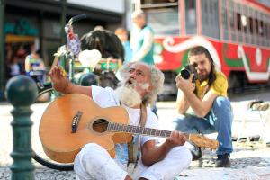Plá, artista de rua famoso de Curitiba, ganha filme, que estreia no dia 14 de agosto