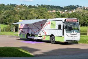 Ônibus Palco e Ônibus Museu se encontram no Parque Barigui