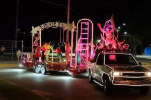 Carreta circense do MishMash passa pelas ruasde Piraquara nesta sexta