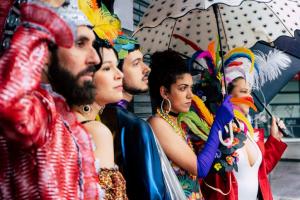 Peça Hi, Breasil!, do grupo Olho Rasteiro, estreia na Praça Santos Andrade