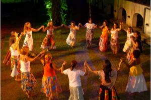 Ciranda de bruxas, steampunk, drags, festivais de morango orgânico e torresmo: 15 rolês em Curitiba