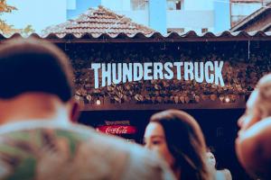 Com entrada gratuita, edição de Natal da Thunderstruck vai arrecadar brinquedos para crianças carentes