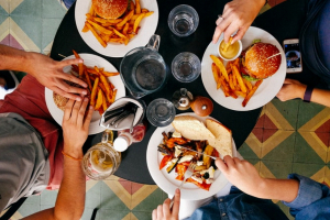 Conheça os 28 restaurantes participantes do 12º CWBurguer Fest