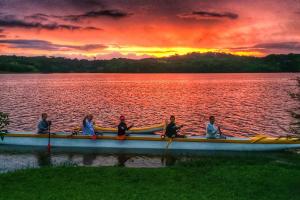 Passaúna Paddle Club retoma passeios e aulas neste fim de semana