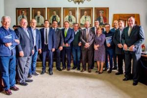 Só dez dos 30 deputados federais do Paraná participaram de reunião sobre cortes na UFPR. Veja quais