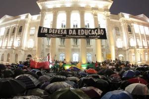 Bolsonaro congela mais 2.724 bolsas de pesquisa do Capes; corte atinge 6,9% dos benefícios